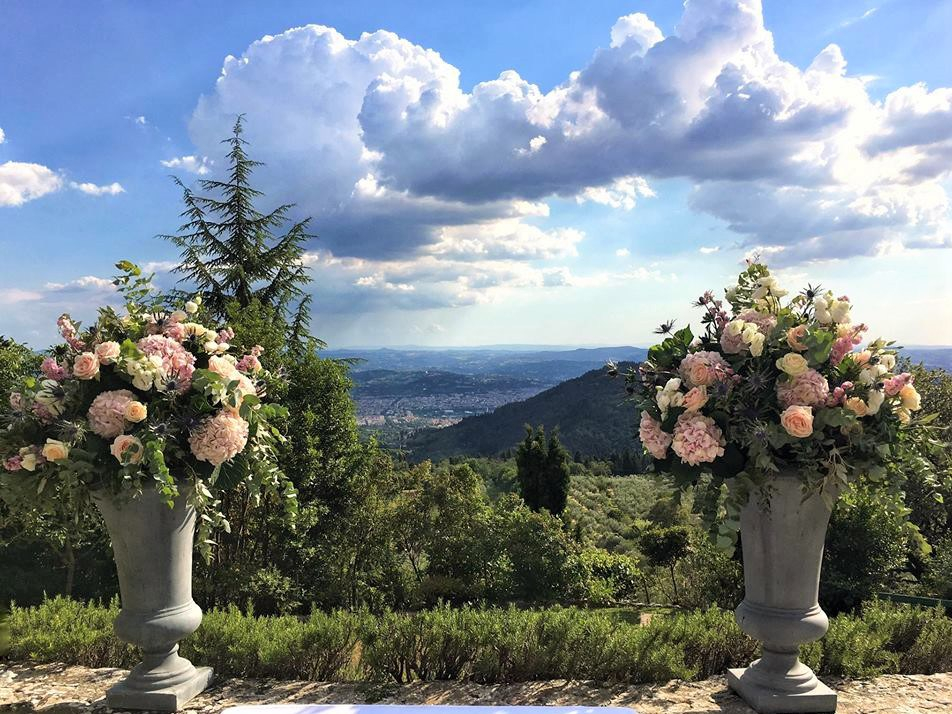 wedding-ceremony-flowers-valley-florence-tuscany