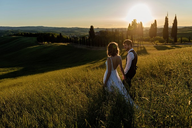 sunset ceremony elopement in tuscany